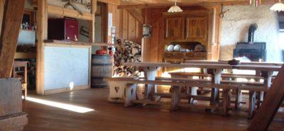 Hébergement salle à manger Randonnée en raquettes dans le Jura